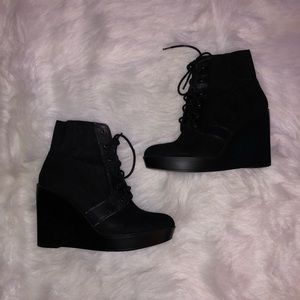 ZARA- Black ankle wedge boots